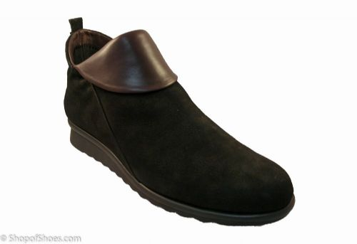 Flex ultra soft, flexable Black / mosto tan  low zip italian ankle boot.